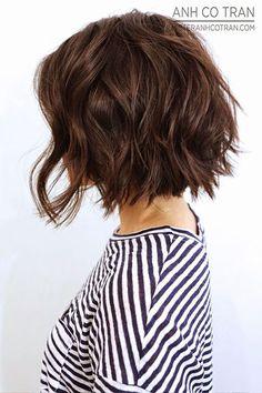 Haircuts for Thick Wavy Hair Short Wavey Hair, Short Wavy Hairstyles, Wavy Inverted Bob, Curly Bob, Medium Hair Styles, Short Hair Styles, Shoulder Length, Brown Hair, Locks