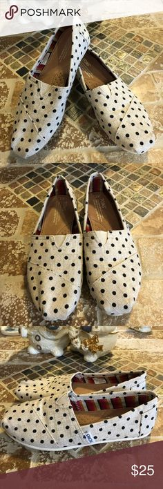 Toms size 7W Cute Toms. Really good condition ! Toms Shoes Flats & Loafers