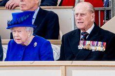 reina isabel y duque de edimburgo en horse guards parade