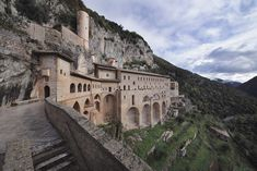 Monastero di Santa Scolastica e Sacro Speco, Subiaco (Roma) www.italianways.com/ten-wonderful-and-solitary-monasteries/
