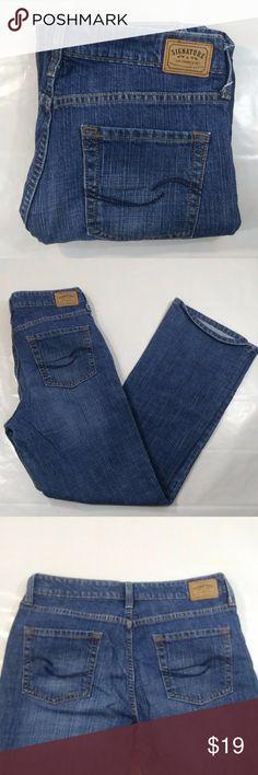 """Women's LEVIS LOW rise BOOTCUT Jeans - Size 8short -Women's low rise bootcut jeans -Levi's size 8 short  -EXCELLENT CONDITION -99% cotton and 1% spandex -Acid wash denim GORGEOUS  Measurements: Waist 15"""" Length 39"""" Inseam 29"""" Levi's Jeans Boot Cut"""