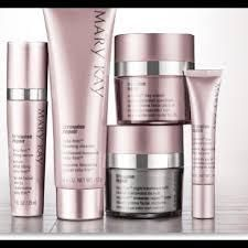 TREAT MUM THIS MOTHERING SUNDAY WITH A LUXURIOUS GIFT SET Mary Kay, Mothering Sunday, Broad Spectrum Sunscreen, Fashion Design, Fashion Tips, Cosmetics, Luxury, Gifts, Cleanser