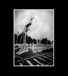 Señal ferroviaria, fotografía estenopeica analógica de 15 cm x 21 cm montada sobre MDF negro de 24 cm x 28 cm - Valor:150=Click
