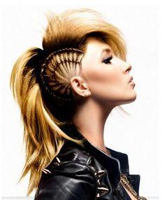 Girl Mohawk Hairstyles Trends and Ideas - Mohawks for girls are more popular than ever, with many cool versions available for this iconic punk style. Check out the best mohawk styles for girls. im try this for halloween Mohawk Hairstyles, Unique Hairstyles, Pretty Hairstyles, Hairstyles Pictures, Teenage Hairstyles, Shaved Hairstyles, Sport Hairstyles, Wedding Hairstyles, Wedge Hairstyles