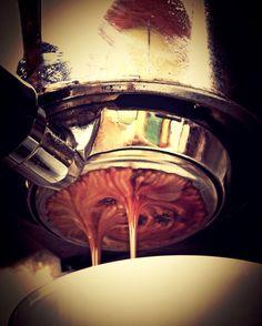 Llegó la noche  y es el momento perfecto para disfrutar del mejor café.  en el lugar ideal  #AromaDiCaffé  #MomentosAroma #SaboresAroma #Caracas #Espresso #Café #Latte #LatteArt #BuscandoElCafé #QuieroUnCafé #Tentaciones #Coffee #CoffeePic #CoffeeLovers #CoffeeMoments #CoffeeTime #CoffeeBreak #CoffeePic #InstaCoffee #InstaMoments  Visítanos en el C.C. Metrocenter pasaje colonial. De lunes a sábado de 8:00 a.m. a 6:00 p.m.