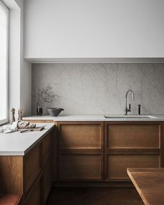 _ Interior Inspiration _ Wooden X Minimalist Interior by Liljencrantz Design Sweden @liljencrantzdesign _ To me this is everything. Warm minimalism. The perfect balance of a simple material palette - white stone timber. I adore the playful detailing in the cupboards and shift in benchtop levels to meet the window. Wow. . . . . #interiorinspo #designlife #interiordesignporn #postitfortheaesthetic #persuepretty #homestyle #homeinspo #interiorwarrior #interiordesign #inspiremyinstagram #styling…