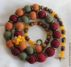 """Купить Бусы валяные """"Осенние ягоды"""" - бордовый, коричневый, зеленый, желтый, длинные бусы"""