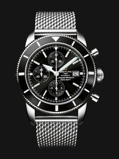 Ce chronographe étanche à 200 m, abrite un mouvement automatique certifié…