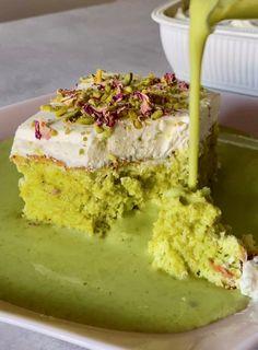 Pistachio Milk, Pistachio Dessert, Pistachio Recipes, Milk Recipes, Sweet Recipes, Baking Recipes, Cake Recipes, Powdered Food Coloring, Indian Dessert Recipes
