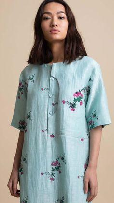 Beautiful cotton kurti with fine detailing. Simple Kurti Designs, Kurta Designs Women, Nice Dresses, Casual Dresses, Fashion Dresses, Kurti Embroidery Design, Beaded Embroidery, Cotton Kurties, Kurta Neck Design