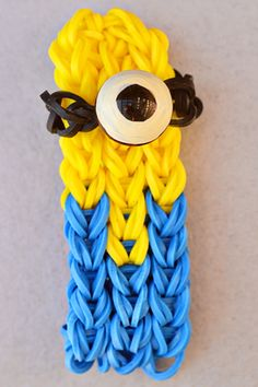 Despicable Me Minion Rainbow Loom Bracelet! Oh my goodness, this is amazing!