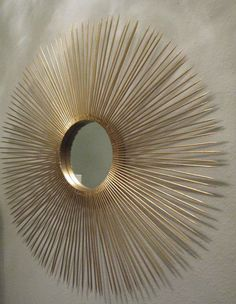 DIY sunburst mirror: Skewers spray painted gold, hot glue and any round mirror ideally with a border wide enough to glue skewers onto. If all you have is a mirror cutout plywood to glue onto mirror easiest sunburst i've seen in a while - bbq skewers Diy Mirror Decor, Diy Home Decor, Mirror Ideas, Home Crafts, Diy Crafts, Stick Crafts, Deco Restaurant, Starburst Mirror, Diy Casa