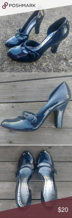 BCBGirls Navy blue heels size 8.5 Navy blue no nonsense heels with just enough back sass😘 BCBGirls Shoes Heels