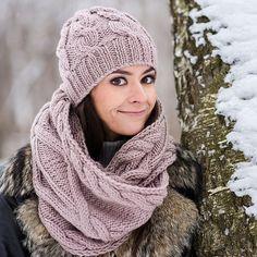 Вязаный комплект шапка - бини и снуд из шерсти мериноса. Купить в Москве