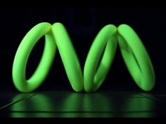 Science and illusion enthusiast Brusspup crafted a rolling illusion toy with the use of Styrofoam rings, a glue gun, and a little bit of sandpaper, and filmed the process and result in order to pro… Cool Illusions, Optical Illusions, Small Rings, Science Fair, Classic Toys, Science Projects, Light Art, Diy Toys, Couple Gifts
