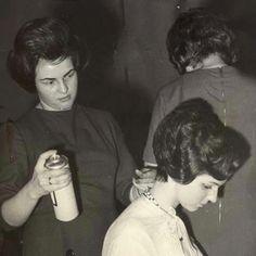 Helmet Hair, 1960s Hair, Beehive Hair, 1960s Outfits, Bouffant Hair, Elegant Hairstyles, Hairspray, Beauty Shop, Big Hair