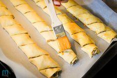 Wigilijne paszteciki » Jesteśmy tym, co jemy Slow Food, Hot Dog Buns, Hot Dogs, Snacks, Food And Drink, Yummy Food, Bread, Xmas, Projects