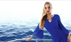 Encolure bijou et manches fluides pour cette robe bleu roi qui sublimerai votre silhouette. Joseph Ribkoff - Collection printemps / été 2017. A retrouver dans notre boutique New Capucine à Vesoul.