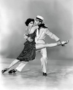 Cyd Charisse and Fred Astaire. Not a huge fan of Charisse, but I love Fred Astaire and this is a great picture! Fred Astaire, Vintage Hollywood, Hollywood Glamour, Classic Hollywood, Shall We Dance, Lets Dance, Cyd Charisse, Foto Poster, Cinema Tv