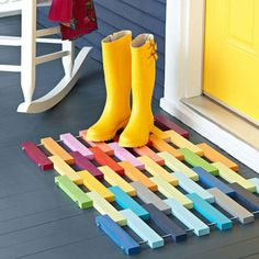 How To: Make a Colorful DIY Wooden Slat Door Mat! even diff retro wall art design could be made like this Wooden Slats, Wooden Flooring, Wooden Diy, Wooden Blocks, Ceramic Flooring, White Flooring, Farmhouse Flooring, Terrazzo Flooring, Linoleum Flooring