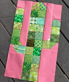I've been promising a tutorial for my Saguaro Quilt for quite some time, and today I'm finally going to deliver! Quilt Block Patterns, Pattern Blocks, Quilt Blocks, Quilting Projects, Quilting Designs, Sewing Projects, Mini Quilts, Southwest Quilts, Quilt Tutorials
