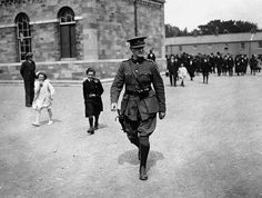 General Michael Collins leaving a memorial service for 16 National Army Soldiers killed in the Irish Civil War. Michael Collins, Irish Republican Brotherhood, Irish Republican Army, Irish Rebellion 1916, Ireland 1916, Irish Free State, Library Pictures, Easter Rising, Northern Irish