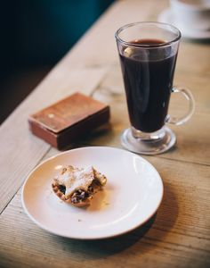 Mince pie and mulled wine by Marte Marie Forsberg