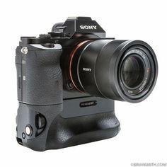 Sony Camera Memory Cards #cameracar #SonyCamera Dslr Nikon, Camera Nikon, Canon Cameras, Canon Lens, Film Camera, Canon Eos Rebel, Latest Camera, Camera Deals, Camera Gear
