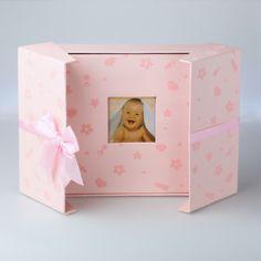 Różowy album dziecięcy w pudełku z kokardką