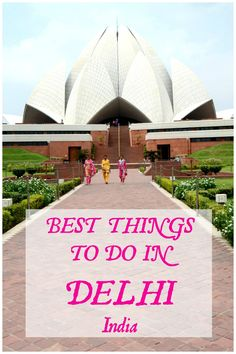 Are you thinking of traveling to India and planning a few days in the capital of this colorful country? If that is a big yes, then we have you covered with up-to-date information on places to visit in Delhi, good restaurants, Delhi transport and much more practical tips for Delhi travelers. With some 18+ million people and a long history, there are many tourist places in Delhi to visit depending on how long you are staying.