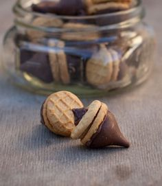 acorn cookies for a fall party or thanksgiving snack :) *** easy and festive. Just heat a plate in microwave and then place opened kisses on it long enough to soften and assemble. ***