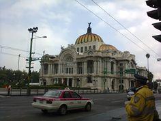 """""""Caminando alrededor del Palacio de Bellas Artes #5 visto después de cruzar el eje central"""""""