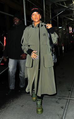 Rihanna Street Style, New York Street Style, Cute Fashion, Star Fashion, Rihanna Outfits, Rihanna Fashion, Selena Gomez Photos, Monochrome Outfit, Bad Gal