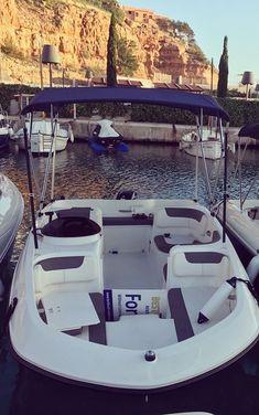 Embarcación de recreo Bayliner 5 con Toldo Bimini Carvid Marine 4 Arcos Aluminio. Disponible en nuestra web: www.carvidmarine.com Bathtub, Boat, Shopping, Stainless Steel, Arches, Budget, Standing Bath, Bath Tub, Dinghy