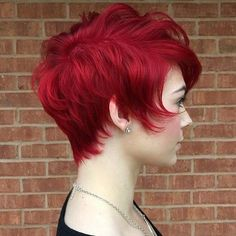 We gathered everything you need to know about the bright red hair: how to get it, what hair dye to choose and how long red hair color lasts. Stacked Hairstyles, Pixie Hairstyles, Cool Hairstyles, Pixie Haircuts, Hairstyles Pictures, Long Haircuts, Men's Hairstyles, Wedding Hairstyles, Girl Short Hair
