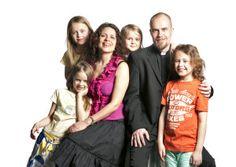 Mirva ja Kai Lappalainen toimivat lähetystyössä Virossa. Kuva: Philippe Gueissaz