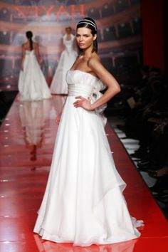 http://www.couturehayez.com/blog/wp-content/uploads/2012/09/5-grace-sposa-organza.jpg