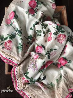 Designer Linen Floral Printed Sarees from Shami Fashion's Shop Floral Print Sarees, Saree Floral, Printed Sarees, Bollywood Designer Sarees, Bollywood Saree, Bollywood Fashion, Choli Dress, Saree Gown, Cotton Sarees Online