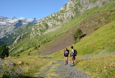 Le cirque de Gavarnie (Hautes-Pyrénées) - Par CRT Midi-Pyrénées / Patrice THEBAULT  #TourismeMidiPy #MidiPyrenees #France #Pyrénées #Randonnée #Walking #trekking #hiking #gavarnie #unesco #hautespyrenees