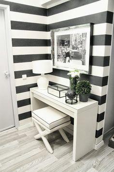 Hall de entrada elegante e charmoso. Home Interior Design, Interior Decorating, White Washed Furniture, Striped Walls, Home Fashion, Room Inspiration, Home Furniture, Bedroom Decor, House Design