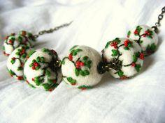 """""""De dimineață"""" înseamnă bijuterii din lână împâslită vopsită cu plante și brodate (coliere, inele, broșe). Bijuteriile sunt realizate de Diana Călin. Textile Jewelry, Fabric Jewelry, Jewellery, Felted Wool Crafts, Felt Crafts, Felt Necklace, Needle Felting Tutorials, Fabric Beads, Diy Ribbon"""