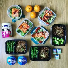 And done! Meal prep for working eats for the next few days: 1. Baked salmon with courgetti and roasted baby plum tomatoes. 2. Baked salmon with konjac noodles and broccoli. 3. Vegan mince with chilli and red onion with tenderstem and sprouts. 4. Snacks: kids raisins blood oranges and Greek yoghurts. 5. @usnuk Amino Stim for drinking all day because it's so much better than just water! ... #mealprep #foodprep #fish #vegan #mince #veggies #noodles #fruit #yoghurt #macros #lchf #lowcarb…