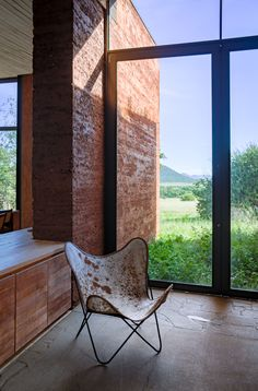 Image 8 of 34 from gallery of Witklipfontein Eco Lodge / GLH Architects. Photograph by Damien Huyberechts Modern Minimalist, Minimalist Design, Tiny House, Design Minimalista, Solar Water, Earth Homes, Water Heating, Water Treatment, Butterfly Chair