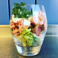 Fjordreje cocktail med tomat, ramsløg og rygeoste creme