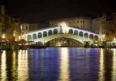 The Rialto Bridge in Venice by night #KissFromItaly