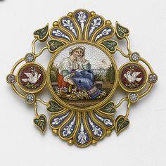 Micromosaic | Gold and micromosaic brooch, circa 1870 - | Mirco-Mosiac