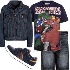 Dedicato al mio cuginetto e a tutti quei ragazzini che, come lui, amano le t-shirt con le stampe degli Avengers. Pantaloncini blu e sneakers con velcro, e un giubottino di jeans per le serate più fresche.