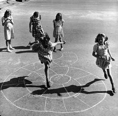 Game drawn on the asphalt