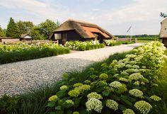 www.buytengewoon.nl. tuinontwerp - tuinaanleg - tuinonderhoud.  Landelijke tuin met moderne accenten, midden tussen de weilanden in het buitengebied van Ermelo.  www.buytengewoon.nl