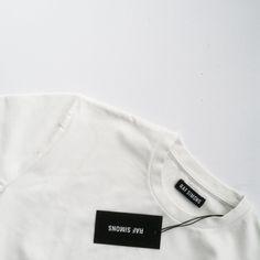 posturban: black and white fashion Online Fashion, Fashion News, Street Fashion, Sharon Carter, Casual Couture, Shops, Gone Girl, Raf Simons, Minimal Chic